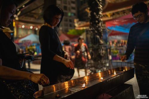 用油燈點香,是從以前流傳下來的方式,也是種情懷。2019/5/11