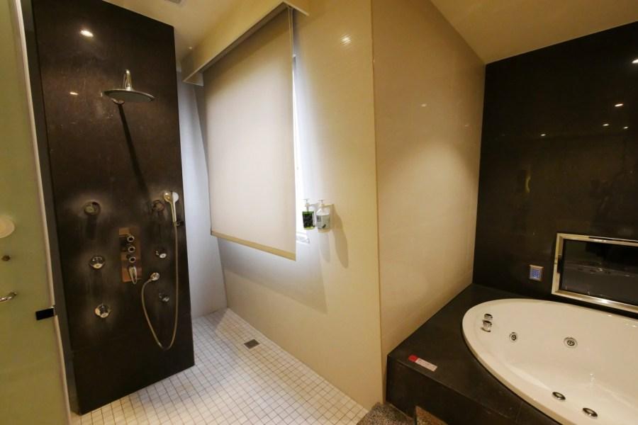 [嘉義住宿]天成文旅-繪日之丘|純白色建築提供多種房型~入住車庫房型.擁有按摩大浴缸 @VIVIYU小世界