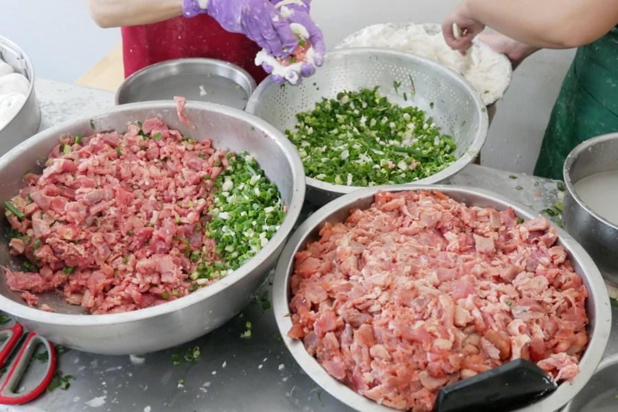 [新竹美食]竹蓮肉圓 新竹傳統小吃.手工製作紅糟肉圓~皮彈肉餡多汁 @VIVIYU小世界