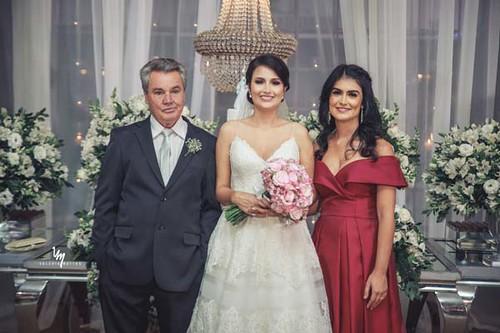A noiva com o pai, Herbes Rocha,e a irmã, Nathalia