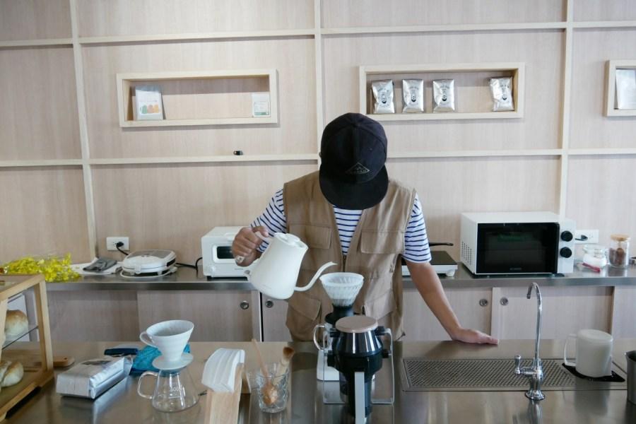 [龜山美食]蠢咖啡 Dumb Coffee|發懶時想喝杯醒腦咖啡時的好去處~咖啡渣男手沖咖啡師 @VIVIYU小世界