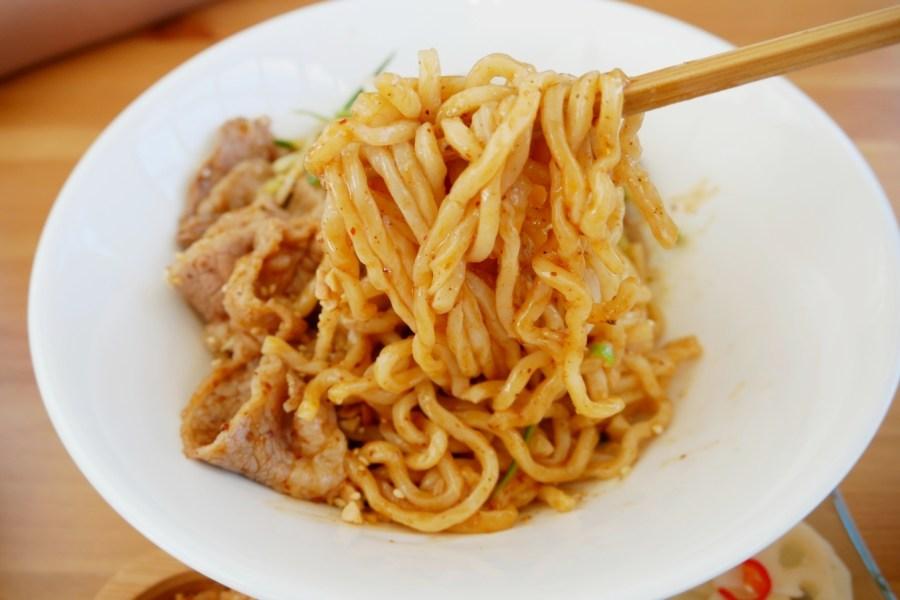 [八德美食]阿米家Jia Mi A|國道橋下白色時髦貨櫃屋~川麻麵食系列.網美朝聖餐廳 @VIVIYU小世界