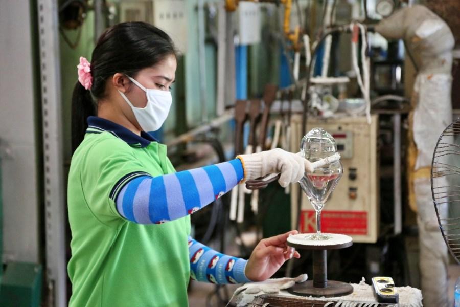 [泰國羅勇]Rayong景點|蓮花水晶觀光工廠Lotus Crystal Factory Tour~免費參觀水晶玻璃製作過程.販售部有折扣優惠 @VIVIYU小世界