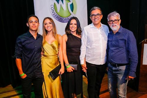 Igor, Larisssa, Rosana e Walace Barreto Simão, com o palestrante Pastor Cláudio Duarte