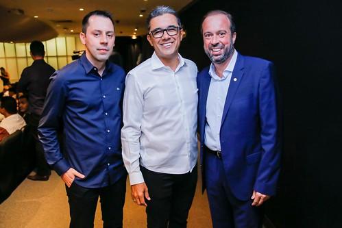 Wanderson Dias, gerente comercial da WR, com Walace e Alexandre Silveira