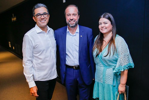 Walace com o casal Alexandre Silveira e Paula