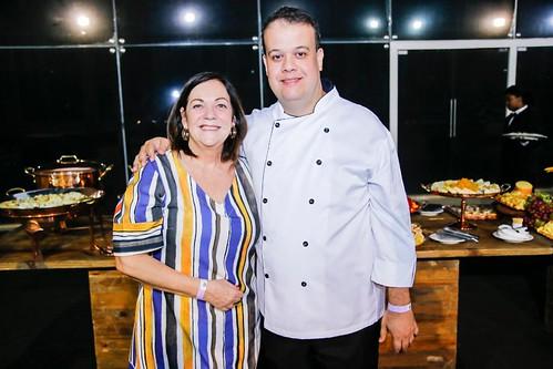 Cristina Lodi Dias, do Prima Pasta,  e Alessandro Loureiro, do DOM, que serviram o coquetel aos convidados