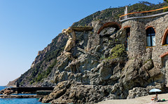 CinqueTerre - Monterosso - The giant on the beach
