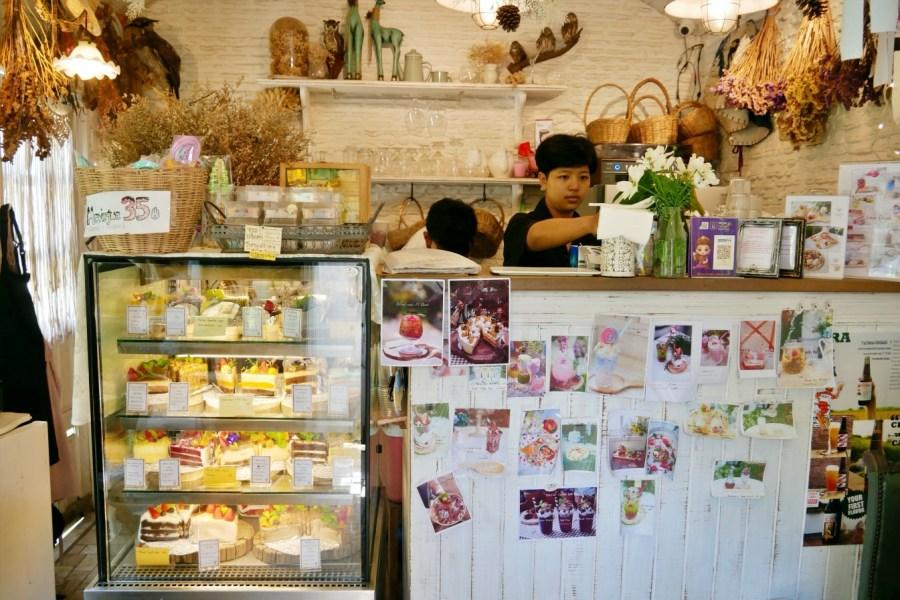 [羅勇美食]ร้านปาฎี.Pa Dee|絕美歐式花園網美咖啡館~坐在花園裡享受下午茶 @VIVIYU小世界