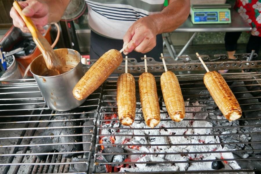 [嘉義美食]六哥古早味烤玉米|水上鄉銅板小吃~使用全炭火慢火烤出充滿香氣烤玉米.晚來吃不到 @VIVIYU小世界