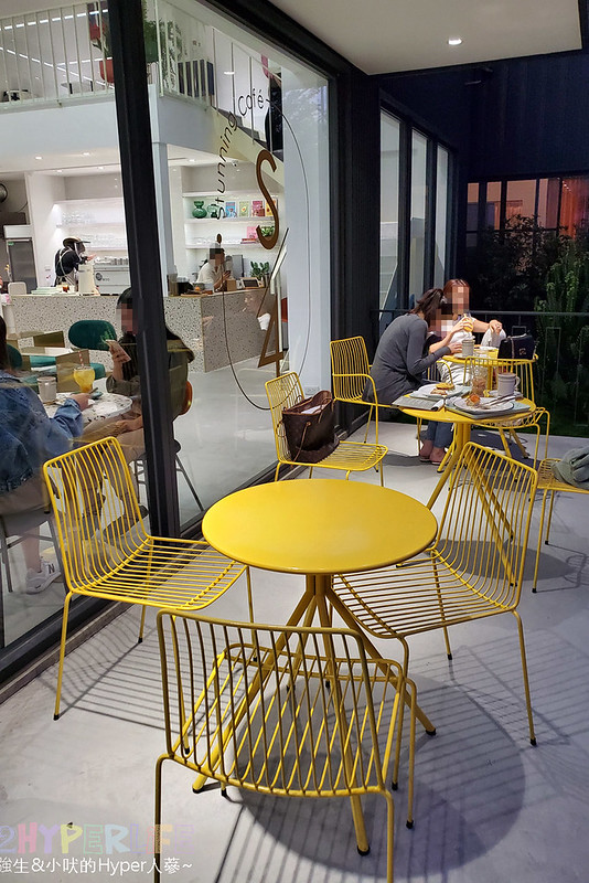49156836417 df58b18f8a c - 店內滿是妹子的韓系網美咖啡店,Stunning Cafe空間大器好拍還結合了三種風格服飾~