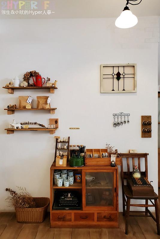 49186990833 3c3b308226 c - 老宅改建咖啡屋空間感舒適,Mitaka s-3e Cafe還有可愛龍貓站牌造景可以拍照,友藏拉花也很有梗!