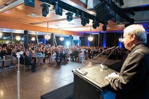 Sergio Leite discursa para a plateia