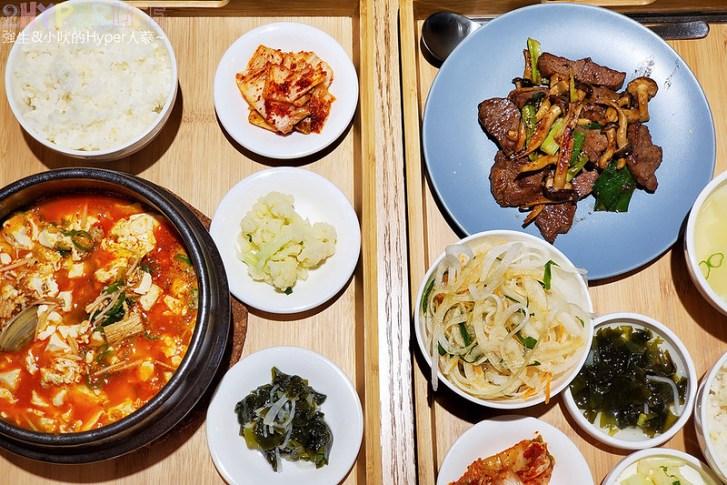 49573291143 22328d5d57 c - 不到晚上六點就滿座!韓國主廚開的道地韓式家庭料理,韓國餐桌座位不多建議預約~
