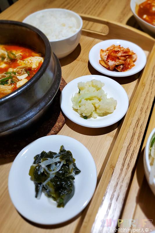 49573800251 52b8edba9c c - 不到晚上六點就滿座!韓國主廚開的道地韓式家庭料理,韓國餐桌座位不多建議預約~