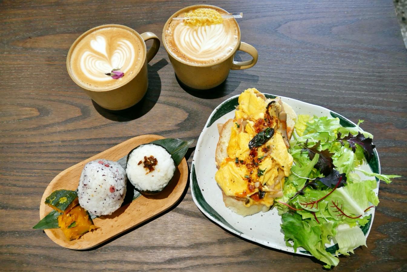 [新竹美食]微生 Float Dept.|老宅重生的復古氛圍咖啡館~日式飯糰&適合拍照的室內空間 @VIVIYU小世界