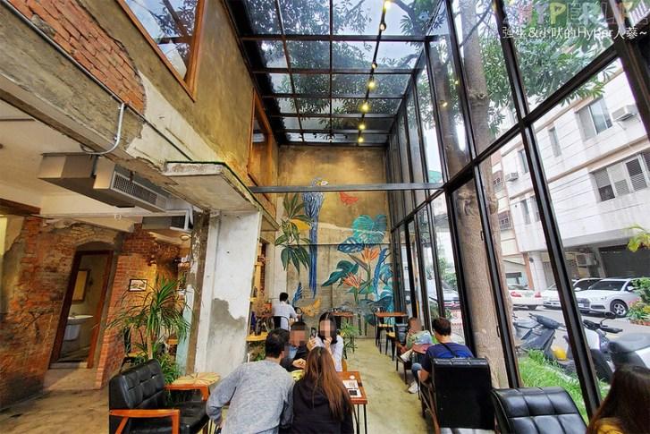49646597926 5274ca2f80 c - 以老宅改建成網美系玻璃屋的堅果小巷,店內還有挑高彩繪牆、早午餐也好吃!