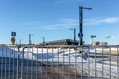 Tornion ja Haaparannan yhteinen linja-autoasema jäi aidan taakse.
