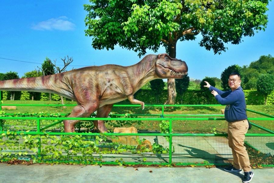 [大園旅遊]7-ELEVEN祥綸門市|桃園高鐵站附近特色門市~恐龍迷照過來.超大恐龍出沒 @VIVIYU小世界