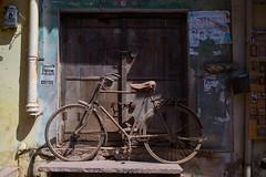 La boutique a fermé, le vélo est resté ! [explored]