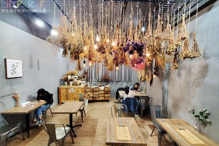49859124446 0d5b90002a c - 是咖啡館也是攝影棚的Frini Café,裡頭還有美美花藝空間,用餐不限時呦~