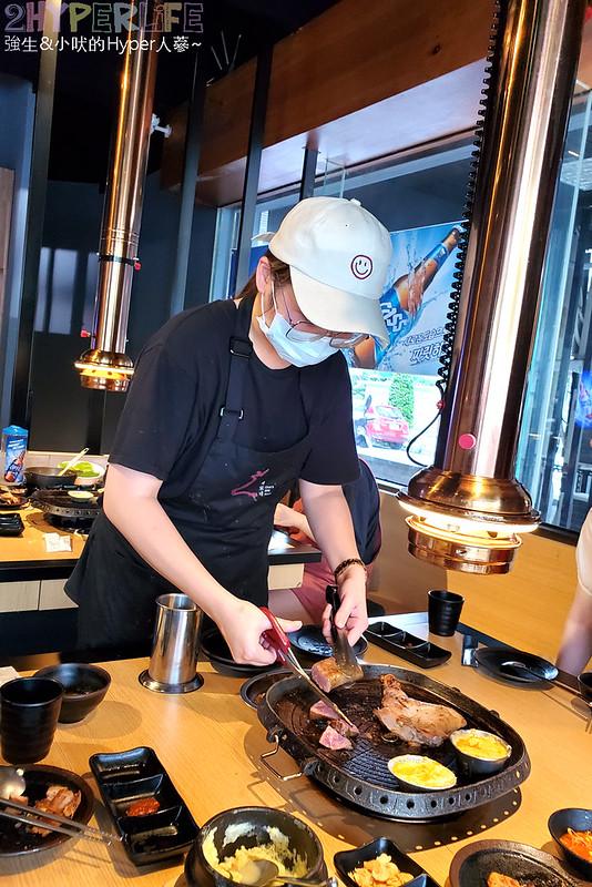 49881631283 a83043a599 c - 有專人代烤的韓式燒肉,烤得恰恰的極厚三層肉搭配芝麻葉生菜包肉好對味~