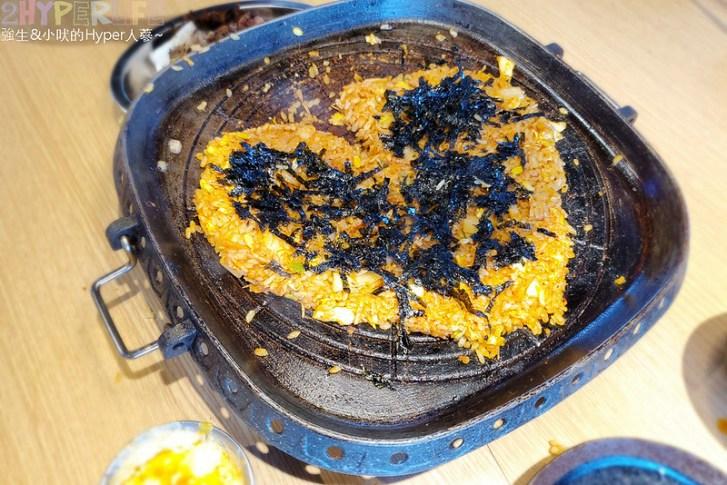 49882466847 eac02e22b2 c - 有專人代烤的韓式燒肉,烤得恰恰的極厚三層肉搭配芝麻葉生菜包肉好對味~