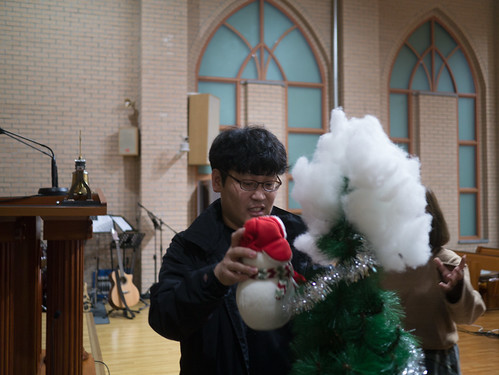 Decorating Christmas Tree_MDY_191124_3