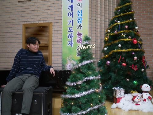Decorating Christmas Tree_MDY_191124_15