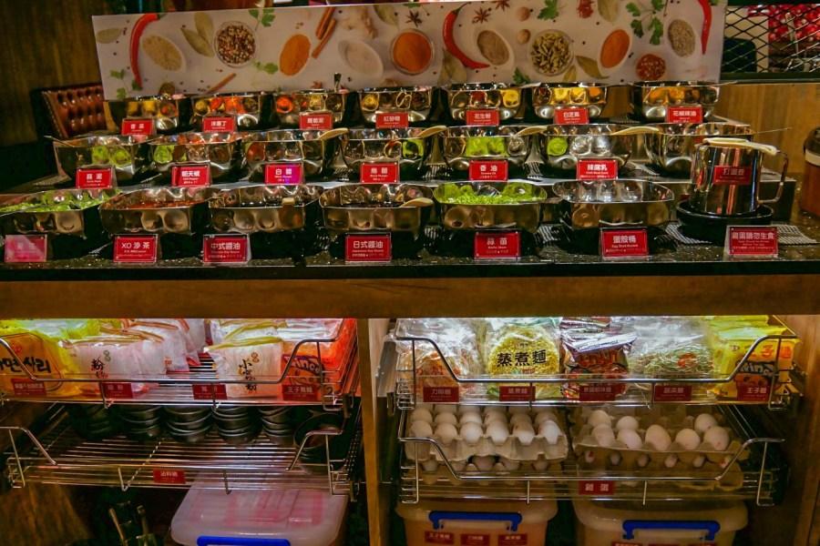 [桃園美食]新馬辣經典麻辣鍋.桃園店前店 美國Prime霜降牛、天使紅蝦、巨無霸雞胇無限享用吃到飽~加價50元有紅、白、啤酒無限飲 @VIVIYU小世界