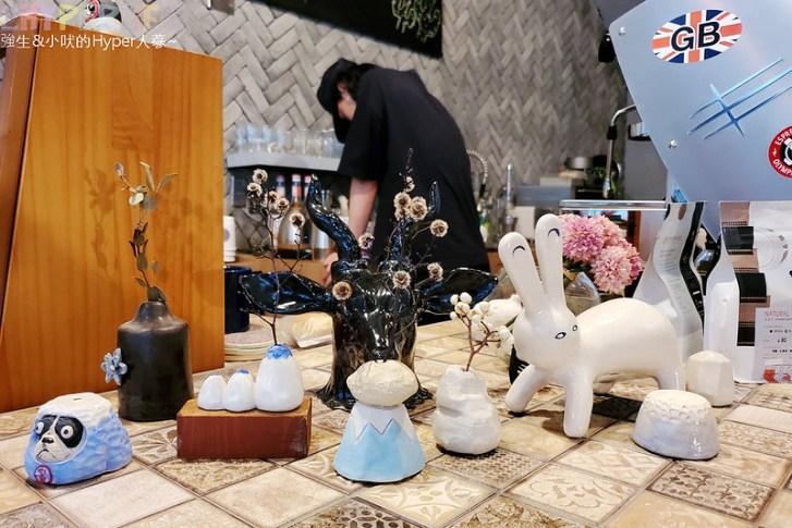 50350593368 f8365c69f4 c - 僻靜巷弄裡的低調咖啡館,謐所的咖啡甜點表現都不錯,型男老闆手作逗趣陶藝品也很逗趣喔!