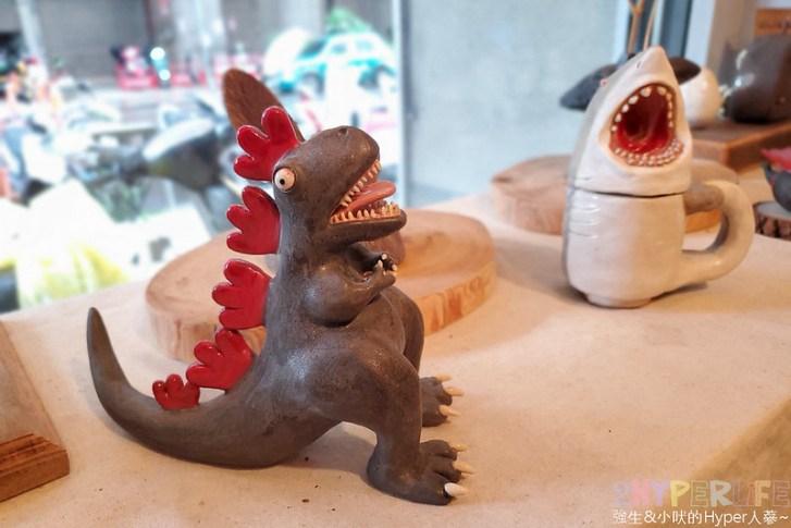 50350593718 854c597707 c - 僻靜巷弄裡的低調咖啡館,謐所的咖啡甜點表現都不錯,型男老闆手作逗趣陶藝品也很逗趣喔!