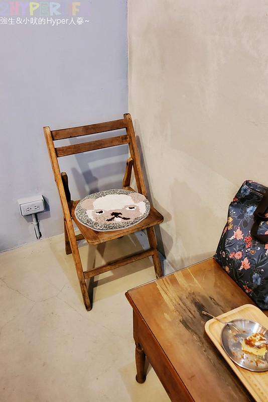 50351294791 f242faf996 c - 僻靜巷弄裡的低調咖啡館,謐所的咖啡甜點表現都不錯,型男老闆手作逗趣陶藝品也很逗趣喔!