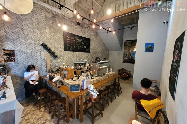 50351295221 6b4c0e2420 c - 僻靜巷弄裡的低調咖啡館,謐所的咖啡甜點表現都不錯,型男老闆手作逗趣陶藝品也很逗趣喔!