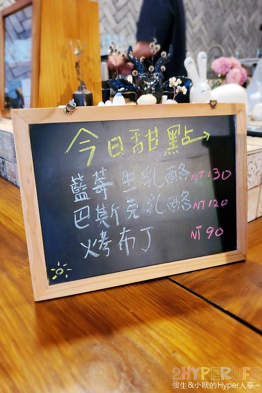 50351450497 3f61b48ff2 c - 僻靜巷弄裡的低調咖啡館,謐所的咖啡甜點表現都不錯,型男老闆手作逗趣陶藝品也很逗趣喔!