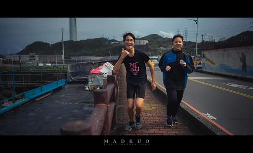 熱血的青年們,沿著濱海公路慢跑,見我拿著相機拍他們,其中一位力馬朝著相機擺pose,而亳邊的女生立馬罵了他白痴,整個事件在一秒內完成XD。