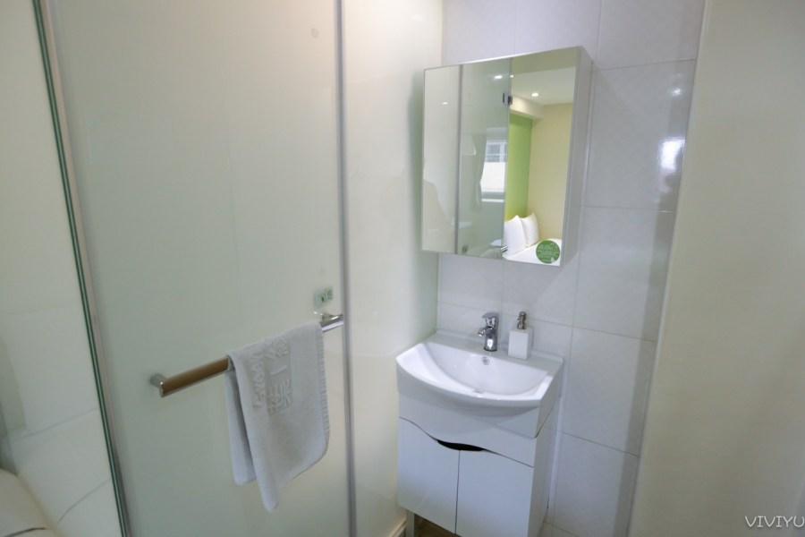 [台中住宿]葉綠宿旅館 Green Hotel|逢甲商圈附近的環保清新平價綠色旅店‧13米高植生牆親子飯店 @VIVIYU小世界