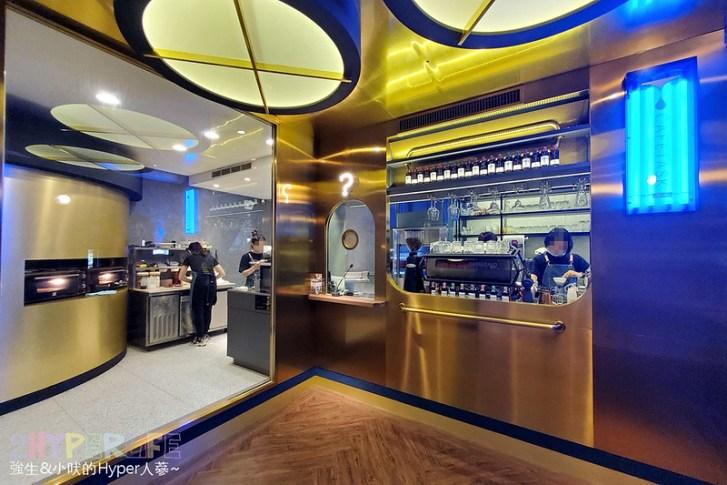 50592993718 574becb0d4 c - 美術館附近不限時咖啡廳,喝個咖啡好像有特務隨時會出現,店內還有超大撞球桌和挑高包廂~