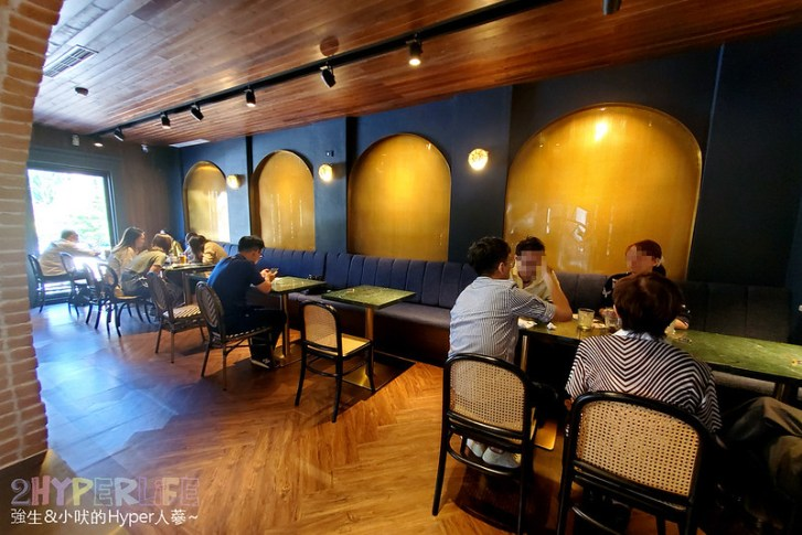 50593727036 8c36fb9cfc c - 美術館附近不限時咖啡廳,喝個咖啡好像有特務隨時會出現,店內還有超大撞球桌和挑高包廂~