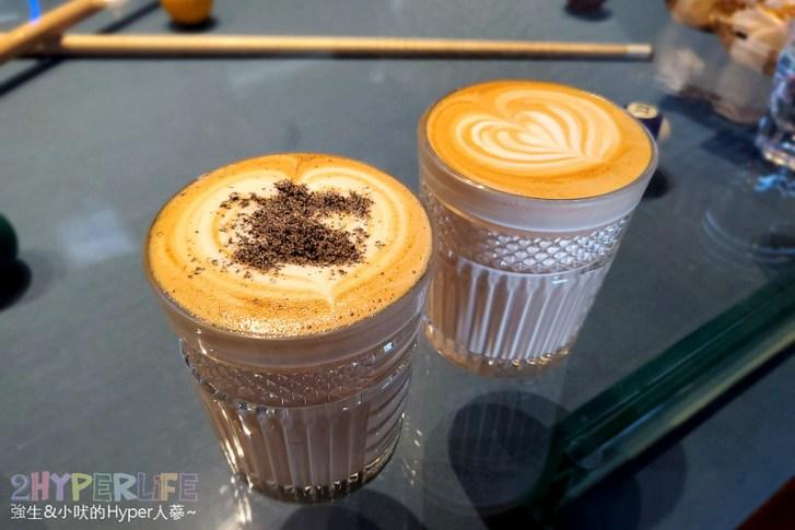 50593857467 fb8f5af6d8 c - 美術館附近不限時咖啡廳,喝個咖啡好像有特務隨時會出現,店內還有超大撞球桌和挑高包廂~