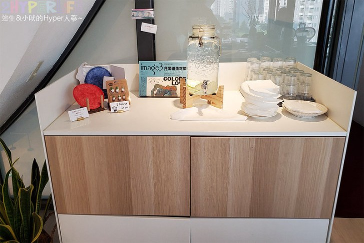 50637774786 53fca1fce2 c - 在有著最美窗景的咖啡館裡吃珍奶鬆餅太享受!走出堁夏咖啡就是台中歌劇院的空中花園~