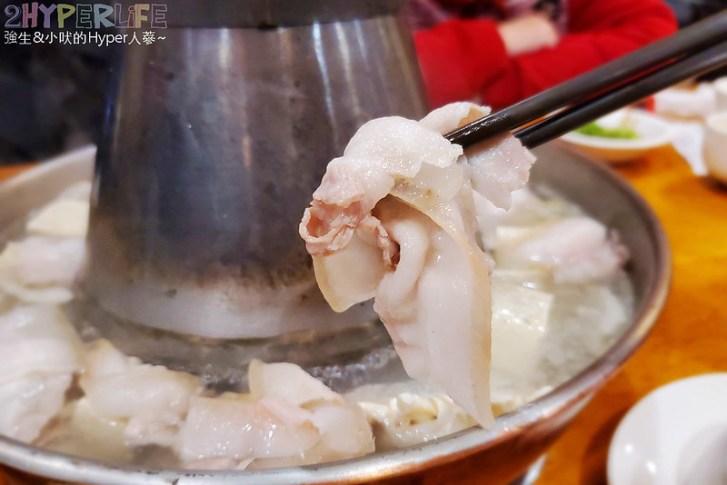50753834442 e81387be8b c - 來自東北的正宗酸菜白肉鍋,徠圍爐獨家雙層炭火鴛鴦鍋可以同時吃到麻辣鍋美味!