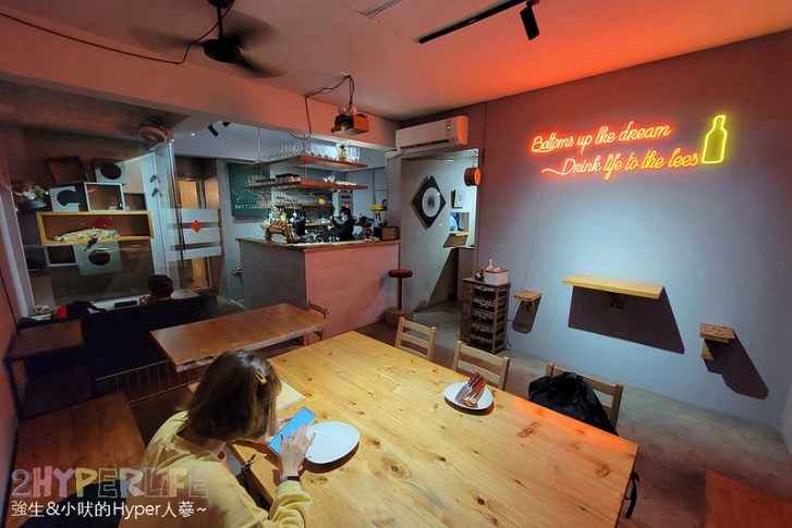 50953013751 0b1a0a59ce c - 熱血採訪│台中隱密民宅餐酒館,夜晚燈下的戶外庭院裡用餐超有氣氛!