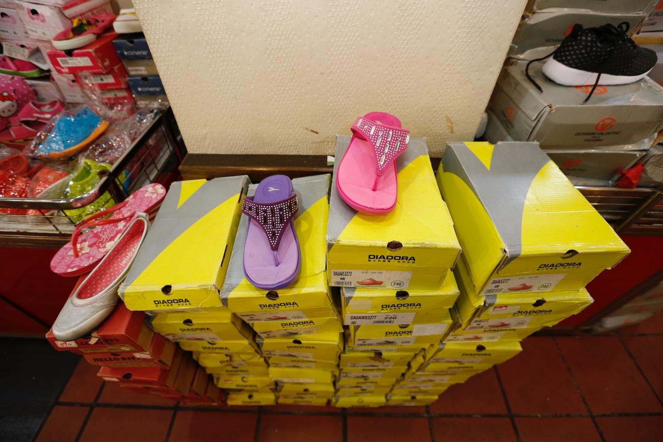 [金山特賣]國際品牌運動球鞋特賣會|挑戰最低價品牌鞋款一雙不留全面$390.零碼球鞋$100出清換現金 @VIVIYU小世界