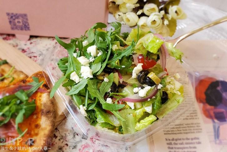 51244566540 0b41da70d5 c - 有著萌萌臉的粉紅色披薩盒超少女心,有種披薩主打南義巴里式薄皮披薩,副餐選擇也不少!
