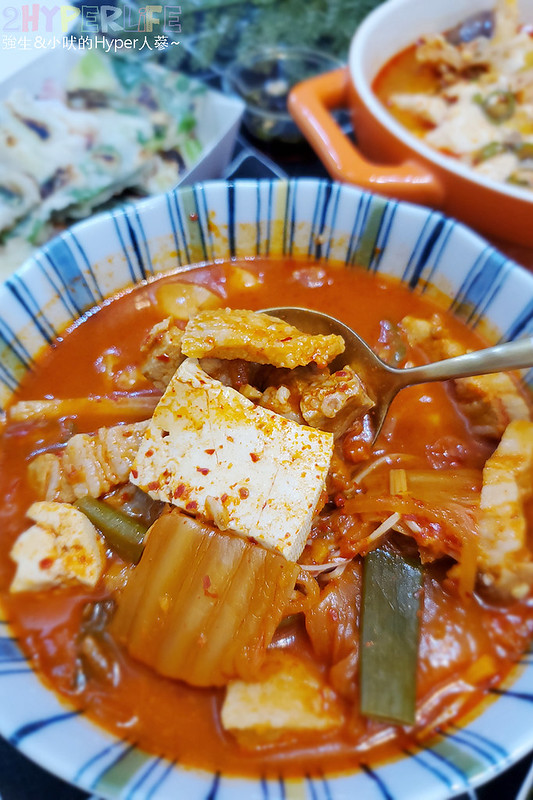 51257165784 e063870ea1 c - 韓國主廚開的道地韓式家庭料理~韓國餐桌泡菜豬五花湯外帶也好吃,海鮮煎餅料多味美~