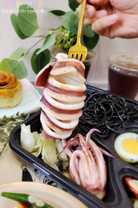 51263387348 b48d5aed11 c - 這家義式小館的外帶精緻餐盒價格挺實惠,190元就能吃到整隻鹽煮透抽義大利麵!