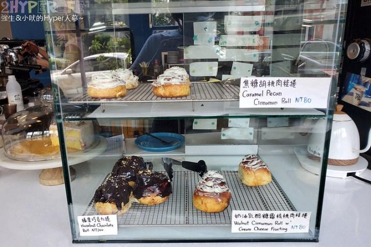 51310726948 f98086218d c - 有著大片落地窗的地中海藍咖啡館,Pluto Espressoria的肉桂捲也不少人推薦!