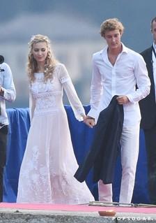 No casamento, um dos quatro vestidos