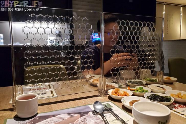 51495836130 bd0f446021 c - 豆腐村│六種小菜無限續,再搭分享餐可以吃很飽!來大遠百逛街想覓食的韓式好選擇~